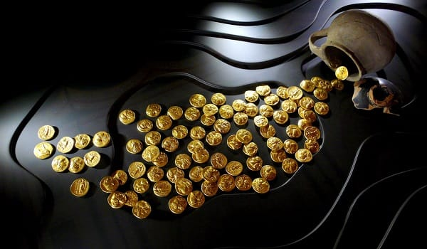 Market plunge boosts gold