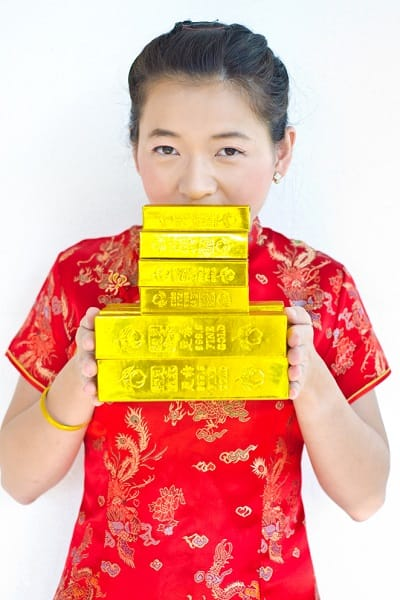 chinese woman gold bars 400x600 What Chinas secret play on gold could mean for the world