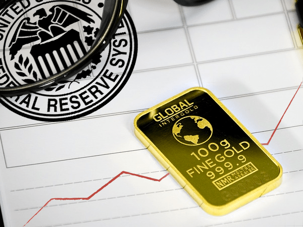 Fed decision helps gold score highest finish in a month